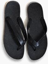 Sandalen, um den Füßen nach 7.500 Kilometern Laufen Linderung zu verschaffen